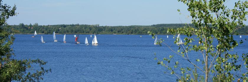 Segelboote auf dem Senftenberger See